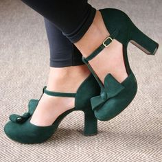 Rubber Women's Buckle Green Spring Fall Party & Evening Casual PU PU Chunky Heel 2 inch Pumps Closed Toe 35 36 37 38 39 40 41 42 43 Shoes Source by 2 inch Pretty Shoes, Beautiful Shoes, Cute Shoes, Me Too Shoes, Women's Shoes, Shoe Boots, Dress Shoes, Mode Inspiration, Crazy Shoes