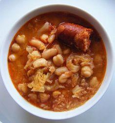 Ideas que mejoran tu vida Nut Recipes, Cuban Recipes, Cooking Recipes, Easy Recipes, Portuguese Kale Soup, Portuguese Recipes, Comida India, Spanish Kitchen, Latin Food