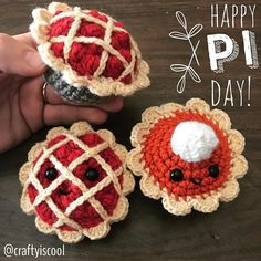 Happy Pi(e) day! #amigurumipie pattern free at craftyiscool.com   #piday #pieday #craftyiscool #crochet #freecrochetpattern #freeamigurumipattern