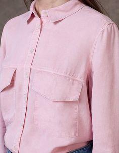 Na Stradivarius encontrarás 1 Camisa para mulher por apenas 22.95 € . Entra agora e descobre-o juntamente com mais ROUPA.