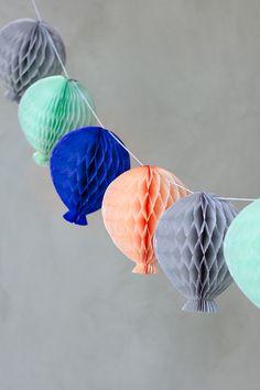 DIY: honeycomb balloon garland