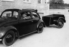 The KdF-Wagen with trailer as an all-day-friendly transport model, taken around 1939. #vw_vintage_morat