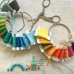 embroidery thread storage loops- couldn't do this for bobbins as they'd all unwind Dmc Embroidery Floss, Learn Embroidery, Embroidery Thread, Cross Stitch Embroidery, Embroidery Patterns, Diy Embroidery Floss Storage, Embroidery Supplies, Thread Storage, Donia