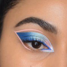 Metallic Eyeshadow Palette, Bright Eyeshadow, Eyeshadow Looks, Eyeshadow Makeup, Bright Eye Makeup, Blue Makeup Looks, Cool Makeup Looks, Pink Makeup, Blue Eyeliner Looks