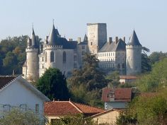 Larochef castle2 - La Rochefoucauld (Charente) — Wikipédia