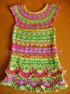 яркое вязаное платьице для малышки 2