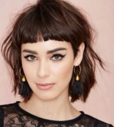 Hairstyles with Bangs Court Spring Summer 2018 - 2019 to Cover your Forehead and Highlight Your Look Short Shaggy Haircuts, Short Hair With Bangs, Haircuts With Bangs, Thick Hair, Medium Hair Styles, Short Hair Styles, Short Fringe, Undercut Hairstyles, Fine Hair