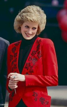 Diana, Princess of Wales at the Launch of The Bike 89 Charity event, on April 1989 in London, United Kingdom. Princess Diana Pictures, Princess Diana Family, Royal Princess, Princess Of Wales, Princesa Diana, Duke And Duchess, Duchess Of Cambridge, Diana Fashion, Hm The Queen