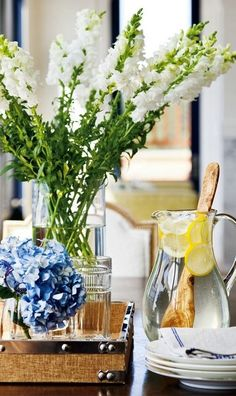 Summer/nautical table~scape white snapdragons and blue hydrangeas Design Darling: A NAUTICAL HOME Vibeke Design, Winter Flowers, Fresh Flowers, Summer Flowers, Tall Flowers, Nautical Home, Southern Style, Southern Charm, Country Style