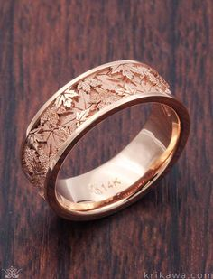 Maple Leaf Wedding Band in rose gold. Krikawa has a number of amazing leaf w… Maple Leaf Wedding Band in rose gold. Krikawa has a number of amazing leaf wedding bands, all made to order in your choice of metal! Fancy Jewellery, Fancy Earrings, Jewelry Design Earrings, Stylish Jewelry, Cute Jewelry, Bridal Jewelry, Jewelry Accessories, Leaf Wedding Band, Wedding Rings