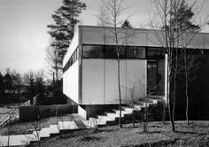 346. Toivo Korhonen /// Korhonen House /// Lauttasaari, Helsinki, Finland /// 1960  OfHouses guest curated by Sebastian Adamo (Adamo-Faiden).  (Photos: © Rene Burri / Magnum. Source: Bauen + Wohnen...