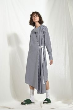 Joseph Resort 2018 Fashion Show Collection: See the complete Joseph Resort 2018 collection. Look 29 Fashion 2018, Fashion Week, Look Fashion, Womens Fashion, Fashion Tips, Fashion Design, Fashion Trends, Fashion Spring, Dress For Summer