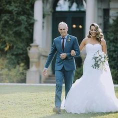 Congratulations to gorgeous #rcrealbride Kirsten who married in our Beca gown by Pronovias.  www.raffaeleciuca.com.au