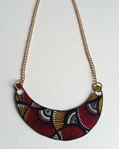 www.cewax.fr aime les bijoux ethno tendance Bijoux ethniques et style tribal. Retrouvez tous les articles sur la mode afro sur le blog de CéWax: cewax.wordpress.com /   Collier motifs wax rouge, noir et jaune