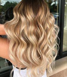 Fall color trend: 55 warm balayage looks hair hair color, ba Fall Blonde Hair, Blonde Hair Shades, Honey Blonde Hair, Dark Blonde, Fall Hair, Hair Color Balayage, Blonde Balayage, Hair Highlights, Haircolor
