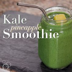This simple and healthy Kale Smoothie is made with bananas pineapple and honey which have tons of health benefits! It's perfect for breakfast for kids for detox and even can be helpful for weight loss! Kale Smoothie Detox, Detox Smoothie Recipes, Healthy Smoothies, Healthy Drinks, Green Smoothies, Morning Detox Smoothie, Kale Juice Recipes, Pineapple Kale Smoothie, Vegetable Smoothies