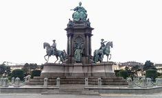 Maria-Theresien Statue am am Maria-Theresien-Platz vor dem Kunsthistorischen Museum in Wien.