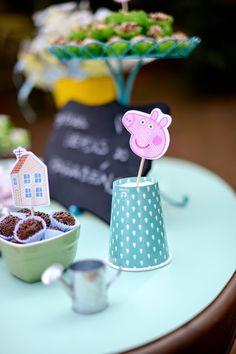 Party of Peppa Pig...not in English, but really cute ideas