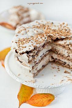 SHOOT! I wish I could read this amazing looking recipe :( Cynamonowy tort bezowy z powidłami i orzechami