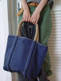 would look very good made in denim fabric -- canvas bag with rope handles -- L&. : would look very good made in denim fabric -- canvas bag with rope handles -- L&. Denim Handbags, Denim Crafts, Recycled Denim, Denim Fabric, Denim Quilts, Handmade Bags, Handmade Leather, Vintage Leather, Purses And Bags