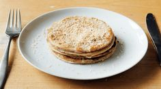 A tasty low-carb breakfast dish, cinnamon and coconut pancakes. These low-carbohydrate cinnamon and coconut pancakes are a delicious alternative to tr. Low Calorie Breakfast, Breakfast Dishes, Dutch Recipes, Low Carb Recipes, Beignets, Coconut Pancakes, Healthy Sugar, Happy Foods, No Bake Desserts