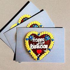"""Postkarte """"Happy Birthday"""" mit zünftigem Lebkuchenherz-Motiv"""