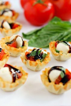 These Caprese Cups are a delicious bite-sized appetizer that will be the hit of your next party! Filled with cherry tomatoes, mozzarella cheese, fresh basil and a drizzle of balsamic glaze, these bites are easy to make and even better to eat! Cold Party Appetizers, Bridal Shower Appetizers, Bite Size Appetizers, Finger Food Appetizers, Healthy Appetizers, Appetizer Recipes, Cold Party Food, Italian Appetizers Easy, Lunch Snacks