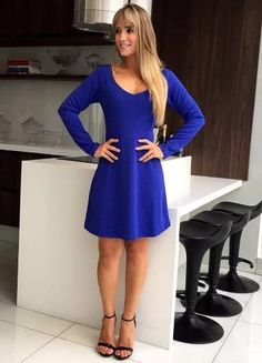Blue Piquet - vestido em piquet azul, com manga, evasê. coringa e perfeito para arrasar nos dias mais friozinhos. - busto 86-96, cintura 68-78, quadril até 110 (evasê), comprimento 85. Veste, 38,40. - corpo 95% poliéster, 5% elastano. forro 100% poliéster. - Marca: ARTMAIA!!! - Disponível na loja @mineboutiqueoficial - R$ 128,22