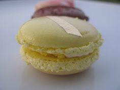 I Dolci di Pinella Per la crema inglese: 700 gr. di panna liquida fresca 300 gr. di latte intero 200 gr. di tuorli 100 g di zucchero