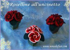Vasetti segnaposto con roselline all'uncinetto www.nonsolofiori.com