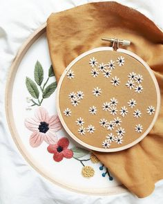 5 Kommentare – Caitlin Benson (@ cinderandhoney … - Home Diy DecorationsFloral Embroidery Hoop Art, Hand Embroidered Home Decor, Embroidered Flowers, Botanical Art, Handmade ArtAdd these flowers to the bottom of a skirt layerThese little daisies Hand Embroidery Tutorial, Hand Embroidery Stitches, Cross Stitch Embroidery, Embroidery Patterns, Doily Patterns, Hand Stitching, Dress Patterns, Modern Embroidery, Embroidery Hoop Art