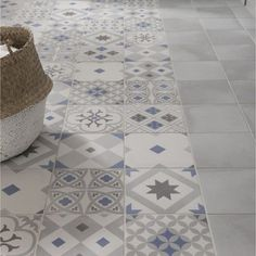 these attractive latest bathroom wall, floor tiles design ideas which have managed to win hearts despite being small. Floor Design, House Design, Tile Design, Ideas Baños, Tile Ideas, Decor Ideas, Bathroom Flooring, Bathroom Wall, Beautiful Bathrooms