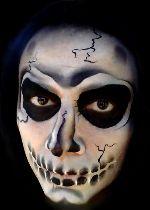 Maquillage artistique tête de mort halloween