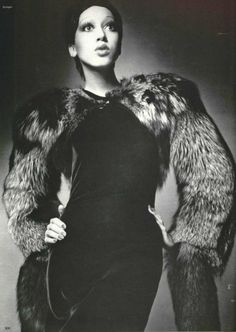 1971 - Yves Saint Laurent fox bolero & black dress. Day la tk cua ysl rat dep va sang trong voi chiex dam den doc dao sang tao
