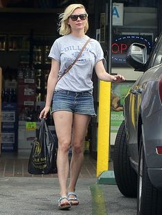 A relaxed tee, jean shorts and wayfarer-inspired sunnies are Kirsten Dunst's go-to running errands wardrobe items!