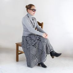 Winter crochet skirt - free pattern - nice! Looks kinda hard but I'm gonna try and figure these pictures out.
