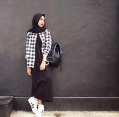 Padankan saja dengan dress panjang, maka kamu akan terlihat girly! Casual Hijab Outfit, Hijab Chic, Hijab Dress, Casual Outfits, Fashion Outfits, Ootd Hijab, Modern Hijab Fashion, Hijab Fashion Inspiration, Muslim Fashion