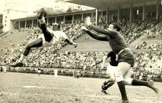 70 anos da estreia de Leônidas da Silva (Divulgação/ Alberto Sartini - Bicicleta de Leônidas contra o Juventus) - Source: http://www.saopaulofc.net