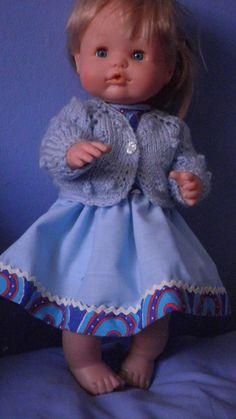 Vestido azul& estampado, con chaqueta de lá con topiños