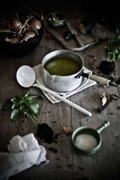 Pratos e Travessas: Sopa fria de curgete, pepino e manjericão # Zucchini, cucumber and basil cold soup | Food, photography and stories