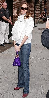 JULIA ROBERTS looking comfy in bootcut jeans, a sweet white jacket and a bold purple bag.