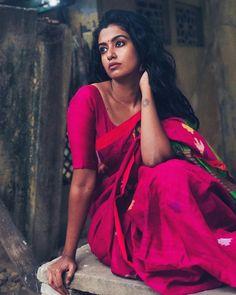 Indian Natural Beauty, Indian Beauty Saree, Indian Sarees, South Indian Actress Hot, Most Beautiful Indian Actress, Best Photo Poses, Saree Look, Indian Girls, Indian Ethnic