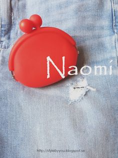 A little purse Naomi against topshop jeans.