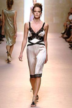 Alberta Ferretti Spring 2006 Ready-to-Wear Collection - Vogue Alberta Ferretti, Fashion Show Collection, Modern Luxury, Ready To Wear, Runway, Vogue, Formal Dresses, Spring, Model