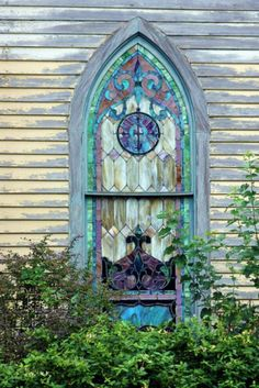 I collect vintage stained glass! Would love to have this one to add to my collection. Just beautiful!!