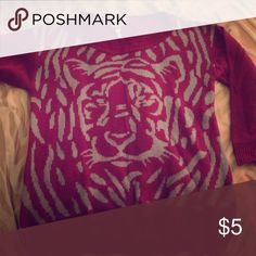 Tiger print sweater top! Perfect condition lightly used Sweaters Crew & Scoop Necks