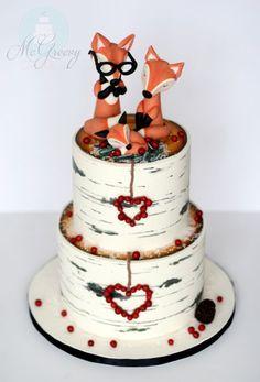 Family Birch Tree Log Cake with Cute Fondant Foxes Pretty Cakes, Beautiful Cakes, Amazing Cakes, Wedding Cakes With Cupcakes, Cupcake Cakes, Woodland Cake, Woodland Party, Fox Cake, Gateaux Cake