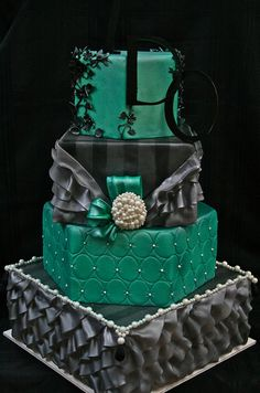 Perfect for an elegant evening wedding cake  ~ 2010, Gimme Some Sugar (vegas!), www.gimmesomesugarlv.com