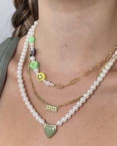 Nail Jewelry, Cute Jewelry, Beaded Jewelry, Beaded Necklace, Jewelery, Jewelry Accessories, Gold Necklaces, Trendy Jewelry, Cute Necklace