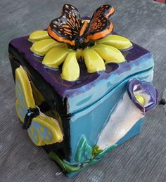 art on Artsonia- slab box Ceramics Projects, Clay Projects, Clay Crafts, Ceramics Ideas, Ceramic Boxes, Ceramic Clay, Ceramic Pottery, Slab Boxes, High School Ceramics